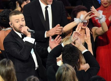 Justin Timberlake agli oscar 2017: Performance, Jessica Biel e photobombing