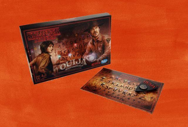 Stranger Things: in arrivo Monopoly, Tavola Ouija e carte da gioco ispirati alla serie