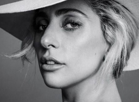 """Lady Gaga ammette che a volte si sente """"insicura"""", """"sola"""" e """"brutta"""""""