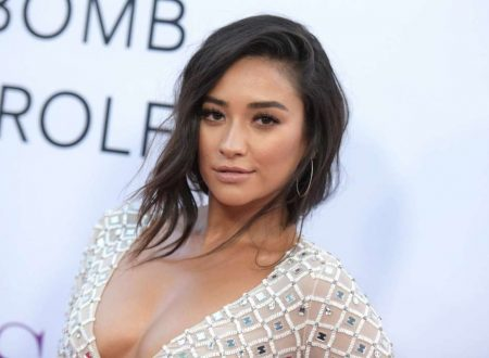 Shay Mitchell parla di una reunion di Pretty Little Liars con tutto il cast