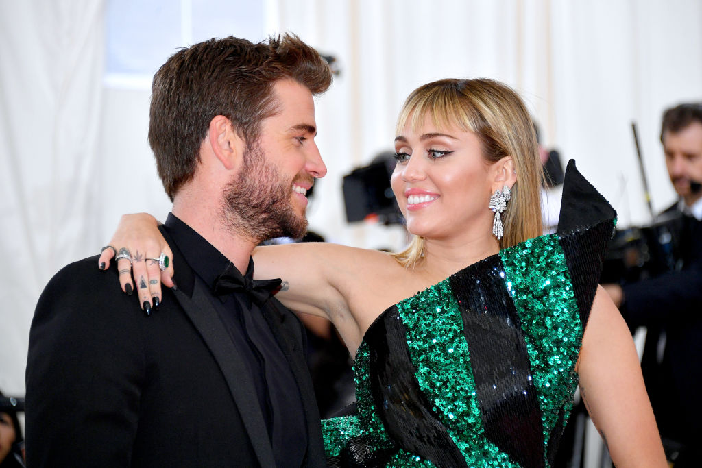 alt: miley-cyrus-liam-hemsworth