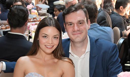 Scarlett Byrne e il marito Cooper Hefner aspettano il loro primo figlio!